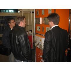 Фото свыставки «Нефтедобыча. Нефтепереработка. Химия—2011»: Демонстрация стенда спродукцией посетителям выставки